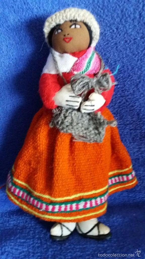 MUÑECA DE BOLIVIA DE TELA / CON BEBÉ EN LA ESPALDA. MIDE 23 CMS. DE ALTO (Juguetes - Muñeca Extranjera Moderna - Otras Muñecas)