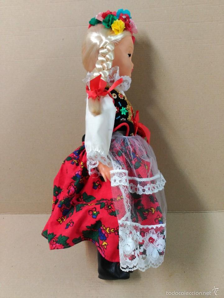 Muñecas Modernas: Muñeca con traje, pelo rubio, ojos moviles - Foto 3 - 56818078