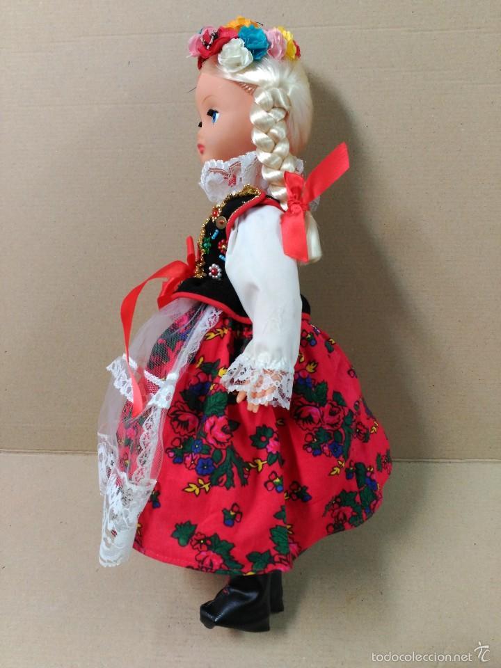 Muñecas Modernas: Muñeca con traje, pelo rubio, ojos moviles - Foto 4 - 56818078