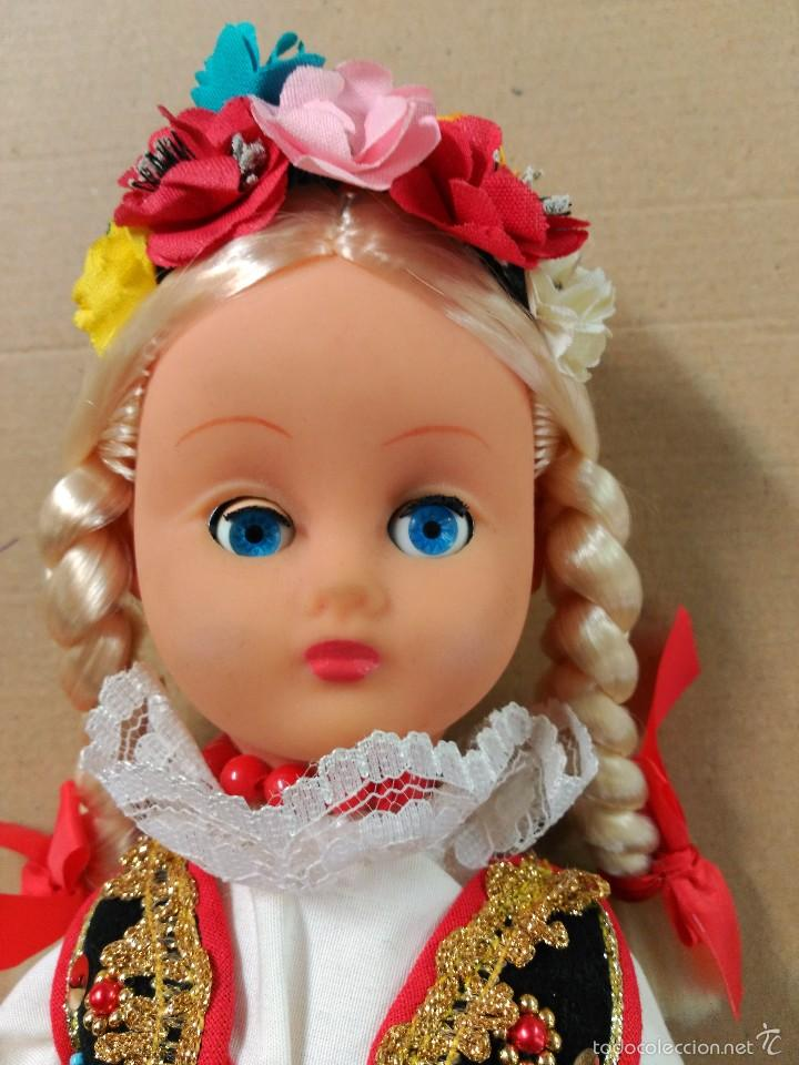 Muñecas Modernas: Muñeca con traje, pelo rubio, ojos moviles - Foto 5 - 56818078