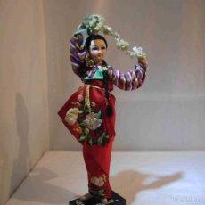 Muñecas Modernas: TRES MUÑECAS JAPONESAS Y UNA GUEISA. Lote 57071661