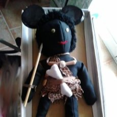 Muñecas Modernas: MUÑECO NEGRO CON ROPA DE LA SELVA , MUÑECA TARZAN DE TELA Y RELLENO DE TELA CON ACCESORIOS. Lote 56937129