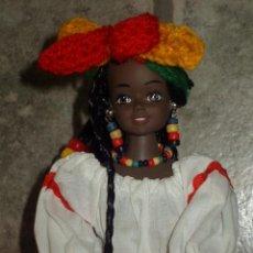 Muñecas Modernas: MUÑECA DE GOMA TRAJE REGIONAL JAMAICA.30CM.. Lote 59717291