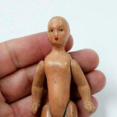 Muñecas Modernas: PEQUEÑA MUÑECA ARTICULADA ANTIGUA, 14 CM DE ALTURA. VER FOTOS ANEXAS. Lote 62504844