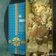 Muñecas Modernas: REGAL ARTS MUÑECA PORCELANA. Lote 67375161