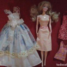 Muñecas Modernas: MUÑECA CON VARIOS VESTIDOS.. Lote 68596241