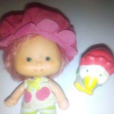 Muñecas Modernas: TARTA DE FRESA DE LOS 80: TARTA DE CEREZA CON SU MASCOTA. Lote 68605742
