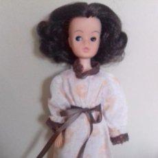 Bambole Moderne: MUÑECA SINDY MORENA CON ROPA Y ZAPATOS , OJOS DURMIENTES. Lote 74031807