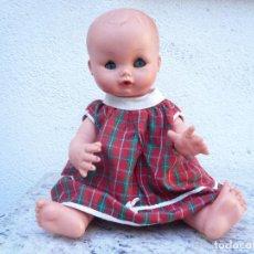 Muñecas Modernas: BEBÉ DE FURGA. ROPA ORIGINAL. AÑOS 60. MARCADA Y NUMERADA. Lote 75412827