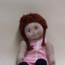 Muñecas Modernas: MUÑECA DE TRAPO, CON CARA PINTADA Y PELO DE LANA. AÑOS 70. ALTURA: 52 CM.. Lote 75873571