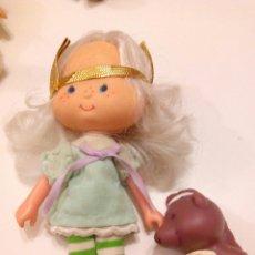 Muñecas Modernas: TARTA DE FRESA DE LOS 80: CABELLO DE ÁNGEL CON SU MASCOTA. Lote 85352330