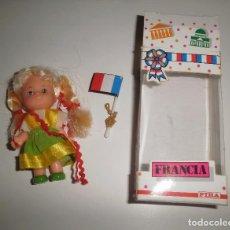 Muñecas Modernas: JUGUETE MUÑECA FIBA, MODELO FRANCIA. 1983, HECHA EN ITALIA, CON CAJA, 10 CM. Lote 87554256