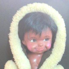Muñecas Modernas: MUÑECA MARCA REGAL VESTIDA DE ESQUIMAL AÑOS 70. Lote 90445879