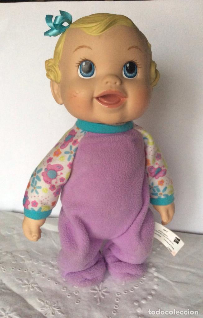 MUÑECO BABY ALIVE SALTITOS HASBRO 2010 -19411 - SE AGACHA Y BALBUCEA (Juguetes - Muñeca Extranjera Moderna - Otras Muñecas)