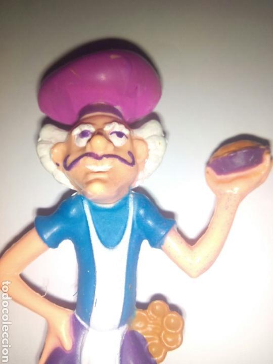 Muñecas Modernas: TARTA DE FRESA DE LOS 80: Pastelero sujetando un pastel. - Foto 3 - 95614242