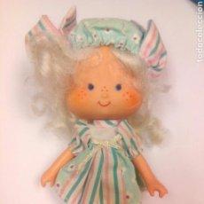 Muñecas Modernas: TARTA DE FRESA DE LOS 80: CABELLO DE ANGEL PARTY PLEASER DE FIESTA. Lote 96419943