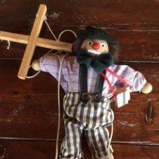 Muñecas Modernas: ANTIGUA MARIONETA MÚSICO DE MADERA Y TELA TIPO GOULA. Lote 97716003