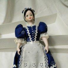 Muñecas Modernas: MUÑECA DE PORCELANA CON VESTIDO. Lote 99309483