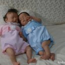 Muñecas Modernas: REBORN GEMELOS MIKA Y MIKAYLA DE SHEILA MROFKA. Lote 100262155