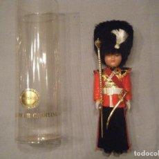 Muñecas Modernas: ANTIGUO MUÑECO DE LA GUARDIA INGLESA. AÑOS 80. Lote 102438451