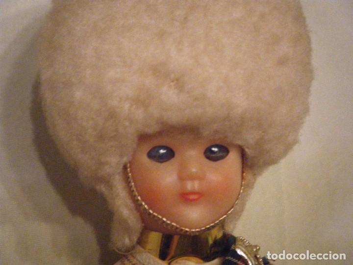 Muñecas Modernas: ANTIGUO MUÑECO DE LA GUARDIA REAL DE ESCOCIA. OJOS DURMIENTES - Foto 2 - 102440347