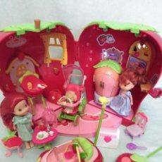 Muñecas Modernas: LOTE DE MUÑECA TARTA DE FRESA.. Lote 104374255