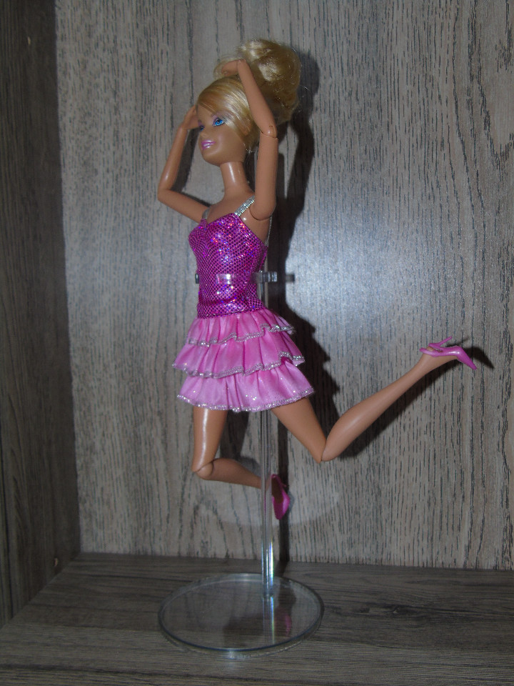Muñecas Modernas: Una Peana Soporte para Muñeca Barbie o Blythe Transparente en PVC endurecido - Foto 2 - 206286485