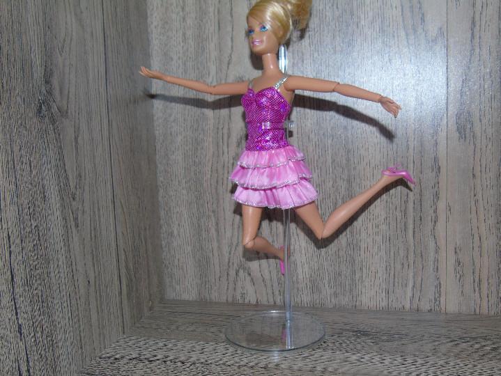 Muñecas Modernas: Una Peana Soporte para Muñeca Barbie o Blythe Transparente en PVC endurecido - Foto 3 - 206286496