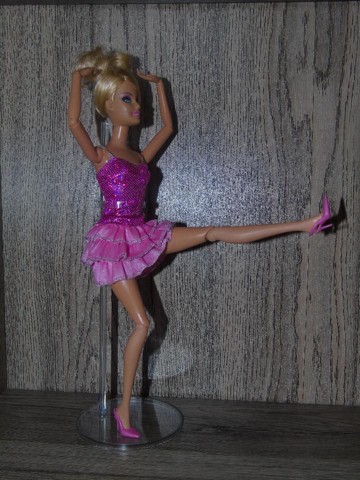 Muñecas Modernas: Una Peana Soporte para Muñeca Barbie o Blythe Transparente en PVC endurecido - Foto 4 - 206286496