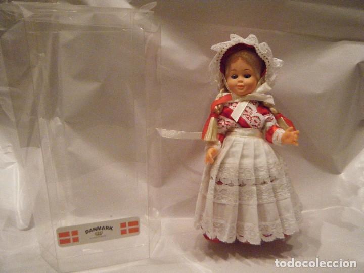 MUÑECA DE DINAMARCA EN SU CAJA. AÑOS 90 (Juguetes - Muñeca Extranjera Moderna - Otras Muñecas)