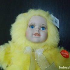 Muñecas Modernas: MUÑECA BEBE CON BUZO DE PELO AMARILLO, SE RIE. Lote 132362577