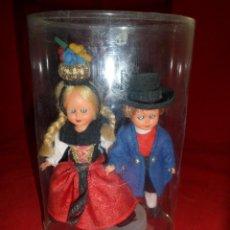 Muñecas Modernas: PAREJA DE AUSTRIACOS ,DE MONTAFON. MUÑECOS OJOS DURMIENTES. Lote 112729171