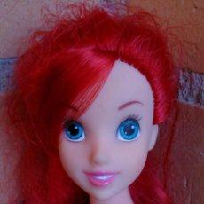 Muñecas Modernas: MUÑECA DISNEY ARIEL LA SIRENITA SIMBA CANTA EN ESPAÑOL. Lote 113403867