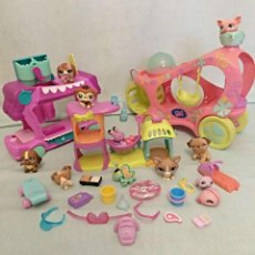 Muñecas Modernas: LOTE DE AUTOMOVILES DE LITTLE PET SHOP CON MUCHAS FIGURAS.. Lote 113623519
