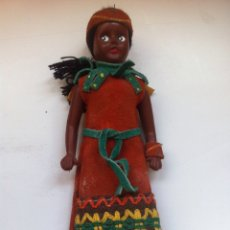 Muñecas Modernas: ANTIGUA MUÑECA DE GOMA DURA NEGRA INDIA AÑOS 60-70. Lote 113981663