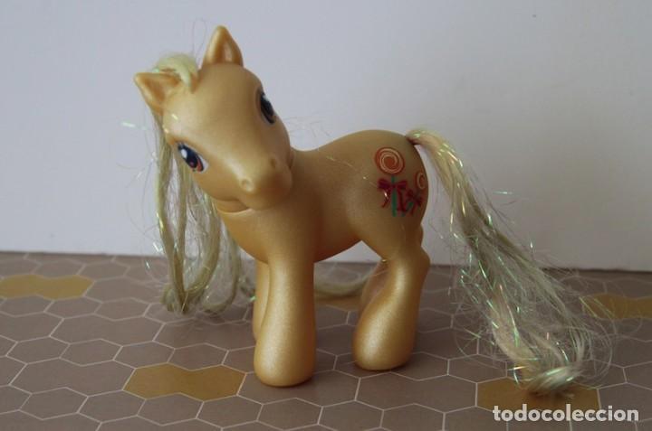 Muñecas Modernas: Mi Pequeño Pony My Little Pony de Hasbro amarillo con purpurina modelo Caramelo de 2002 - Foto 2 - 120527511