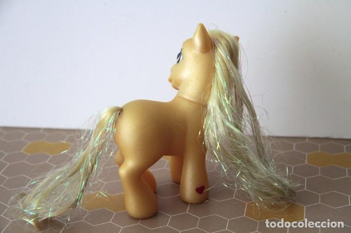 Muñecas Modernas: Mi Pequeño Pony My Little Pony de Hasbro amarillo con purpurina modelo Caramelo de 2002 - Foto 4 - 120527511