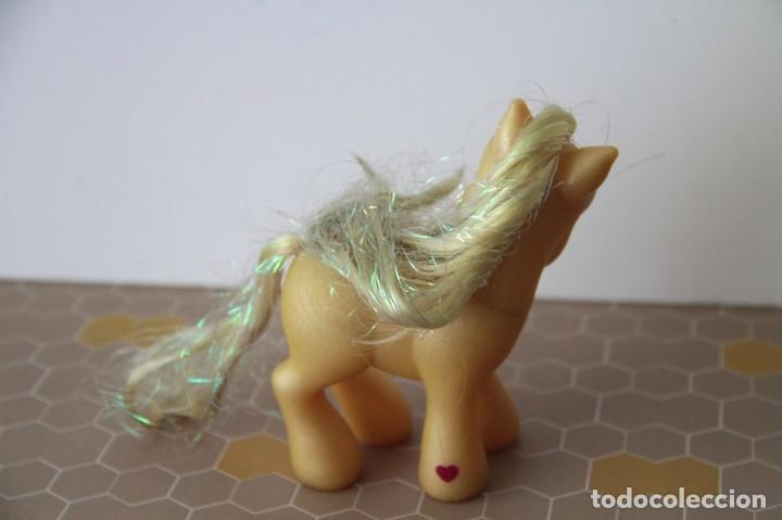 Muñecas Modernas: Mi Pequeño Pony My Little Pony de Hasbro amarillo con purpurina modelo Caramelo de 2002 - Foto 5 - 120527511