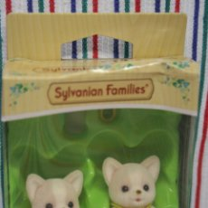 Muñecas Modernas: GEMELOS PERROS CHIHUAHUA DE SYLVANIAN FAMILIES. Lote 129454687