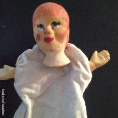 Muñecas Modernas: MARIONETA ANTIGUA DE MANO CABEZA PINTADA A MANO GOMA DURA. Lote 130065395