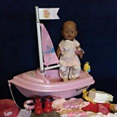 Muñecas Modernas: LOTE DE MUÑECO BABY BORN MULATO CON BARCA. Lote 130245994