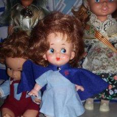 Muñecas Modernas: GRACIOSA MUÑECA PELIRROJA DE ENFERMERA MADE IN HONG KONG AÑOS 60 CON SELLO DE 1 FLOR EN LA ESPALDA . Lote 132175182