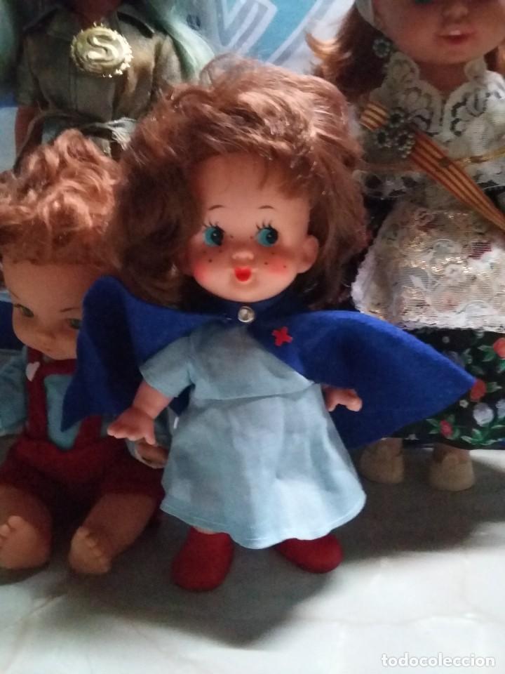 Muñecas Modernas: graciosa muñeca pelirroja de enfermera made in hong kong años 60 con sello de 1 flor en la espalda - Foto 3 - 132175182