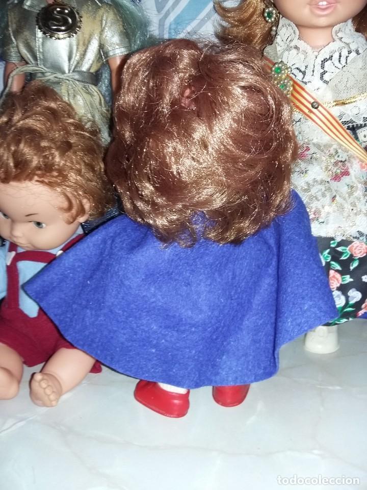 Muñecas Modernas: graciosa muñeca pelirroja de enfermera made in hong kong años 60 con sello de 1 flor en la espalda - Foto 5 - 132175182
