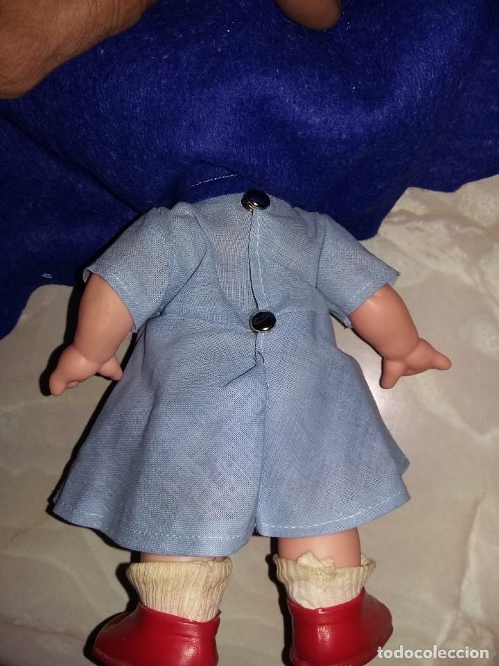 Muñecas Modernas: graciosa muñeca pelirroja de enfermera made in hong kong años 60 con sello de 1 flor en la espalda - Foto 6 - 132175182