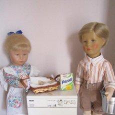 Muñecas Modernas: LOTE DE MUÑECA Y MUÑECO KATHE KRUSE CON TODO LO QUE VE. Lote 132390094
