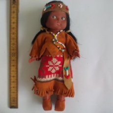 Muñecas Modernas: MUÑECA CON TRAJE O VESTIDO TÍPICO O REGIONAL. CARLSON DOLLS, CANADA. INDIA AMERICANA.. Lote 137636826