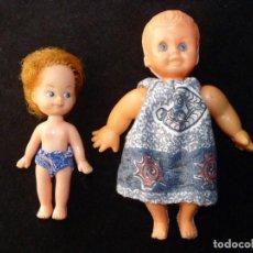 Muñecas Modernas: LOTE DE 2 ANTIGUAS MUÑECAS DE PLÁSTICO Y GOMA. SIN MARCA. 20 Y 14 CM. AÑOS 60. Lote 138663846