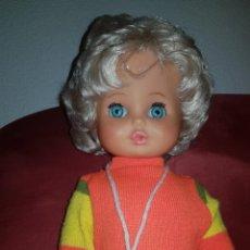Muñecas Modernas: ANTIGUA MUÑECA ITALIANA MINIFON,CONSERVA EL DISCO.AÑOS 70. Lote 139003182