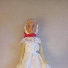 Muñecas Modernas: MUÑECA BARBIE CON VESTIDO HECHO A MANO. Lote 142781586